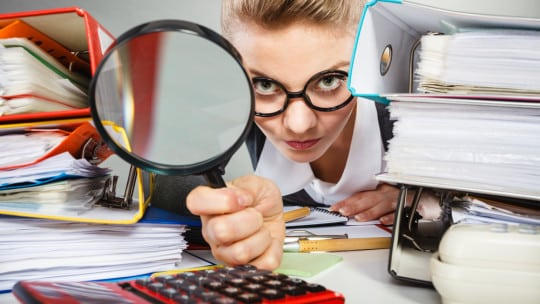 WOMAN WITH MAGNIFING GLASSshutterstock_450406306 (1)